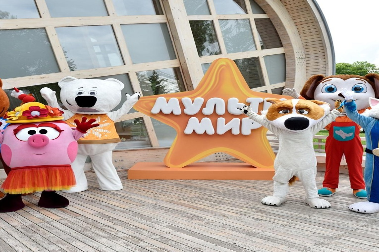 Парад мультгероев на фестивале ВДНХ