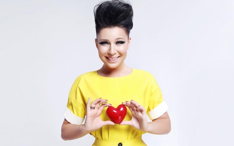 Певица Елка отменила концерты из-за потери голоса