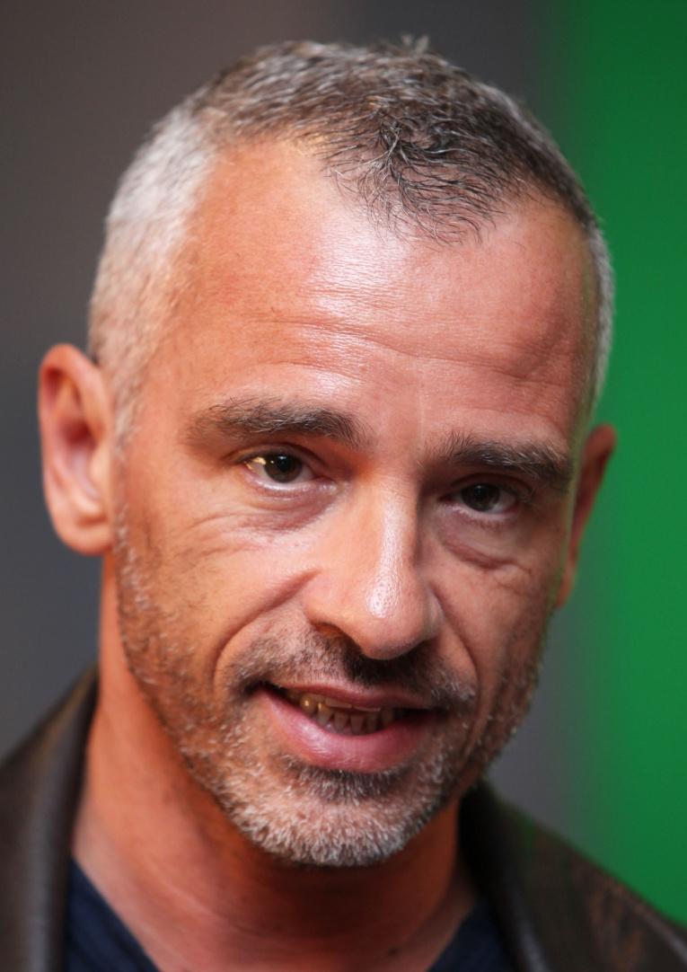 Известный итальянский певец Эрос Рамазотти представил клип к песне Al Fin Del Mundo