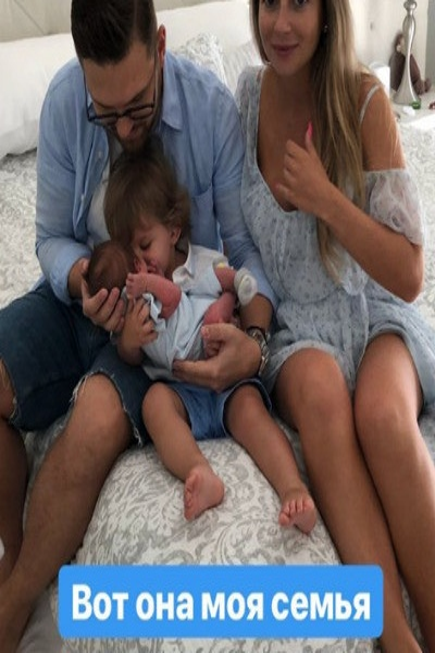 Дочь знаменитого кутюрье показала новорожденного сына