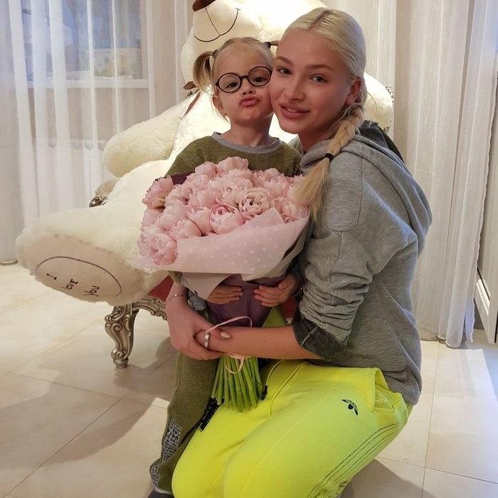Пользователи Сети восхитились красотой Алены Шишковой без макияжа