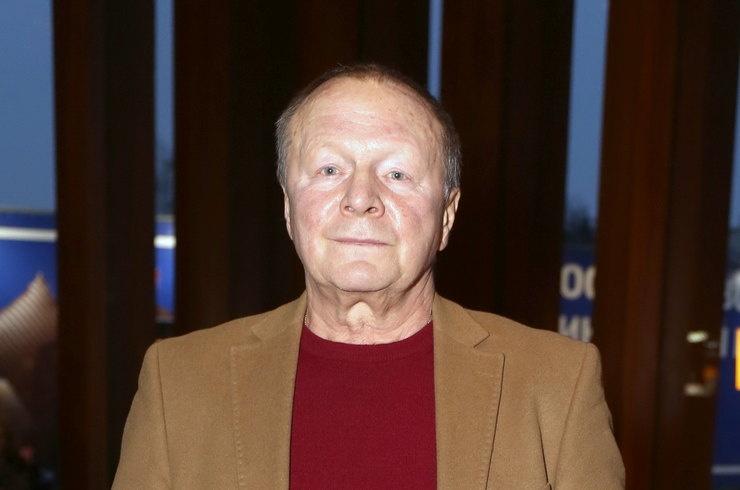 70-летний Борис Галкин впервые показал маленькую дочь
