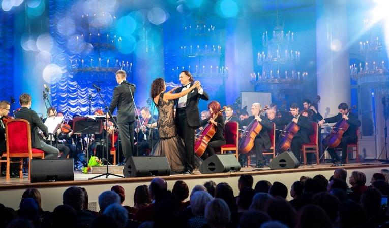 Эстрадные хиты в новых аранжировках исполнил на юбилейном концерте Игорь Монаширов