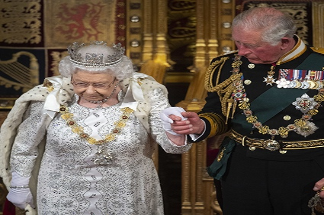 Елизавета II появилась в Парламенте без короны