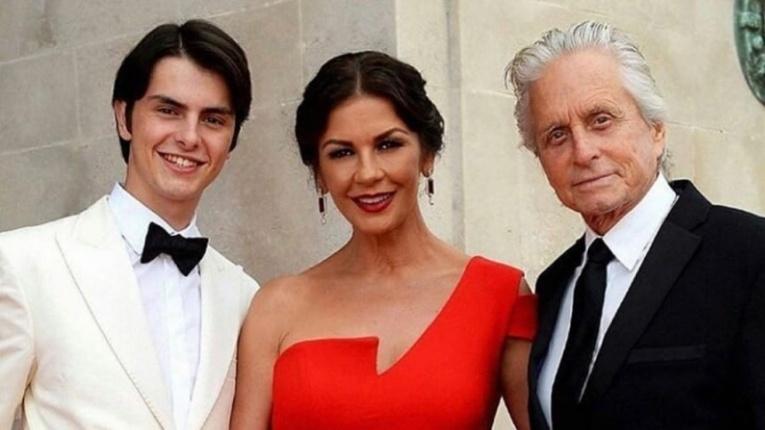 Кэтрин Зета-Джонс навестила сына в университете