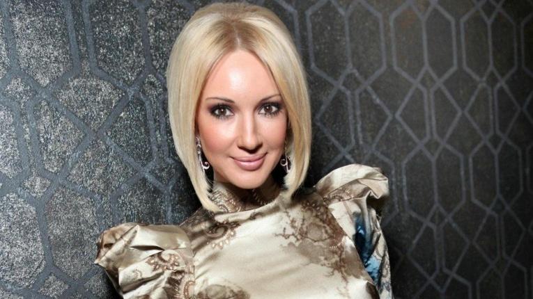 Лера Кудрявцева продемонстрировала протекший грудной имплант после операции