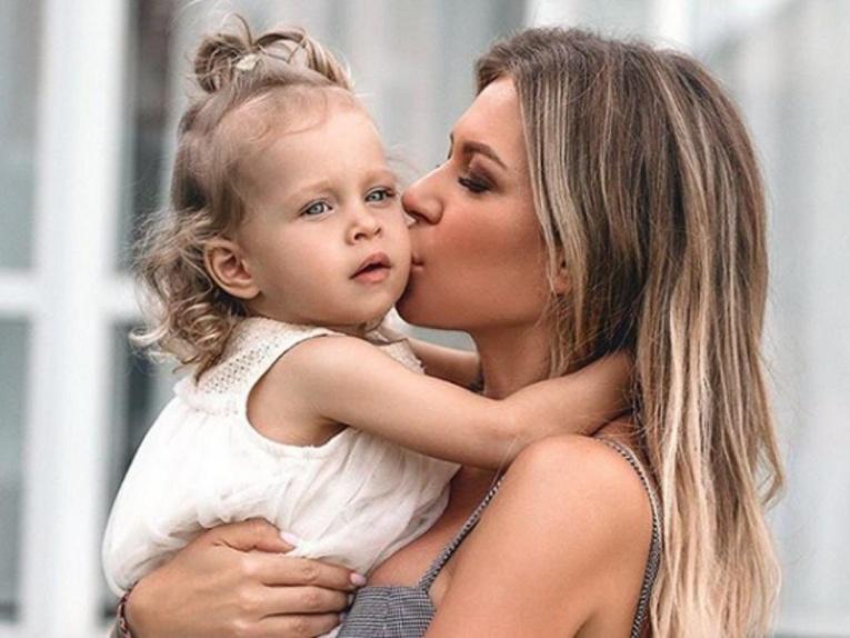 Как новый возлюбленный Риты Дакоты общается с ее дочерью?