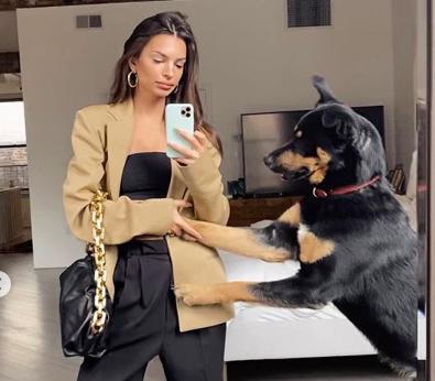 Эмили Ратковски рассказала о своем псе