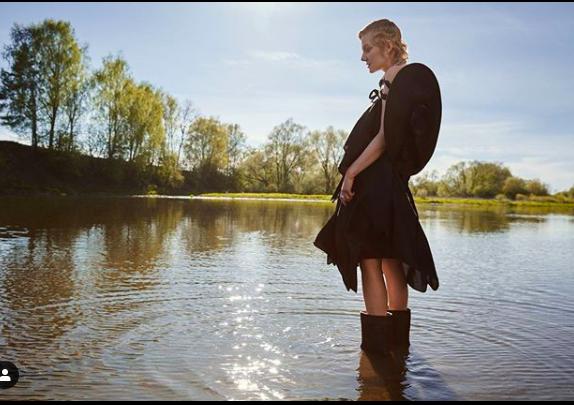 Рената Литвинова показала снимки, сделанные в реке