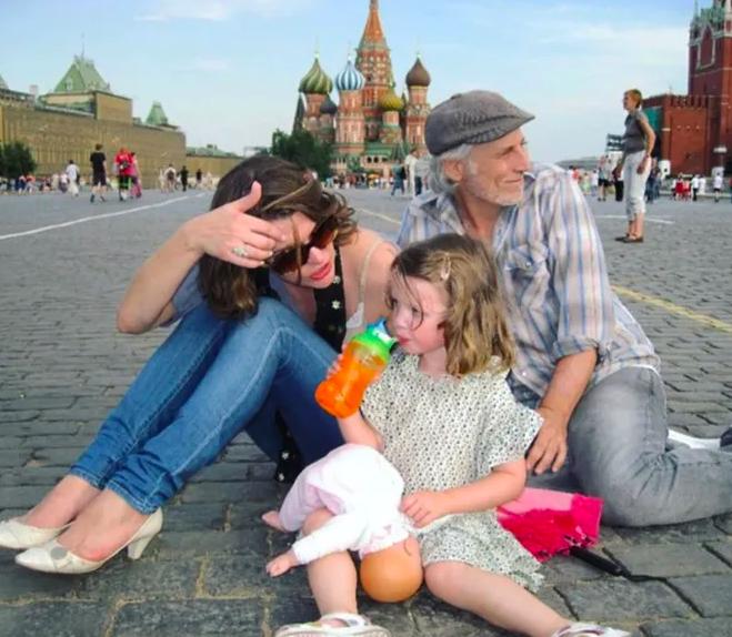 Поклонники в восторге от архивного снимка Милы Йовович с Красной площади