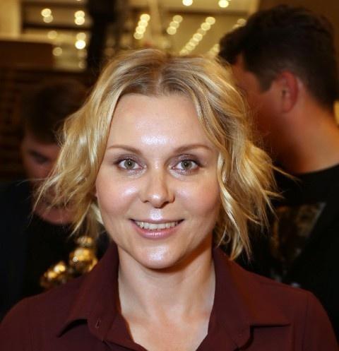 Яна Троянова рассказала о заработке и отношениях с мужем