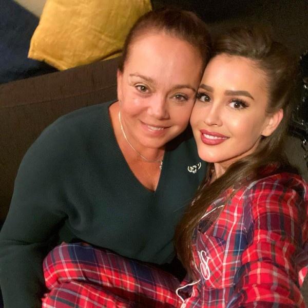 Мама Анны Бузовой прокомментировала ее состояние после инсульта