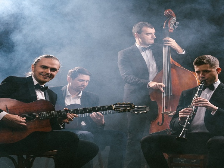 «Джаз-мануш» и квинтет Дмитрия Купцова – концерт среди уникальных автомобилей со всего света